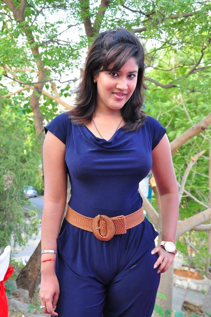 http://3.bp.blogspot.com/-IU4votiJkDo/TgxElkg4KiI/AAAAAAAAbbA/7pyQ3yz97o4/s1600/actress+soumya+stills+5.jpg