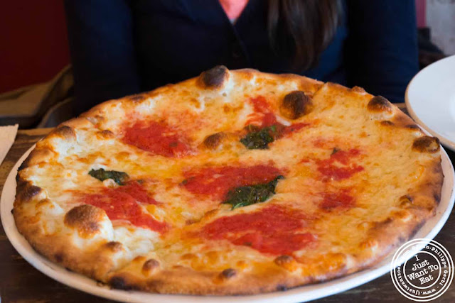 Image of Margherita pizza at Numero 28 pizzeria in NYC, New York