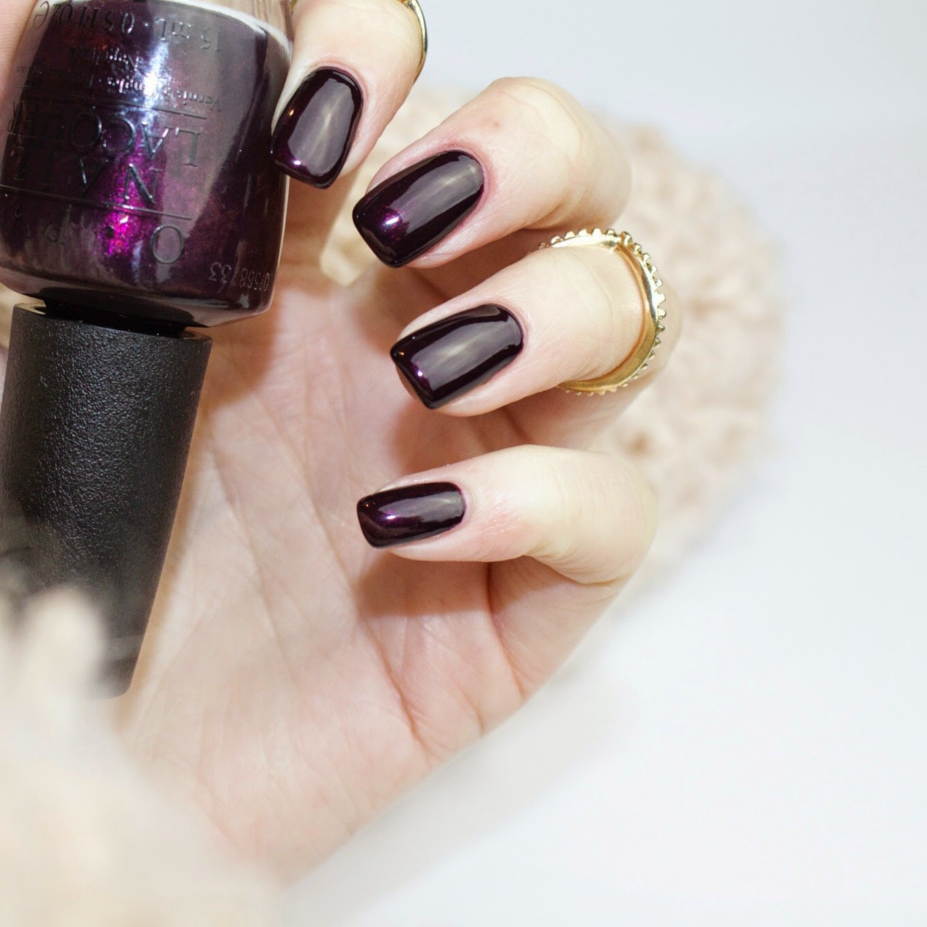 Opi-Black-Cherry-Chutney-Swatch-Nagellack-Swatch-Shoppinator
