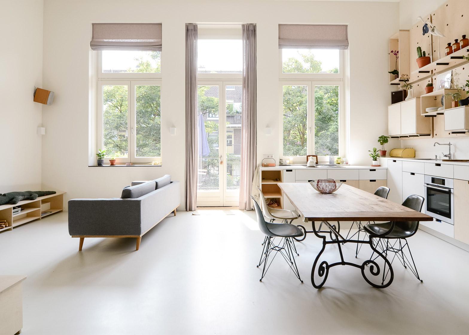 Scuola per insegnanti trasformata in appartamento loft ad Amsterdam ...