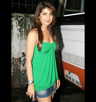 Young Sey Good Looking And Charming Bollywood Actress Watch All
