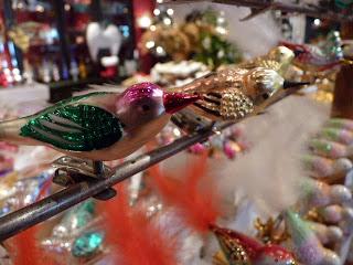 Pájaro en el árbol de la Navidad