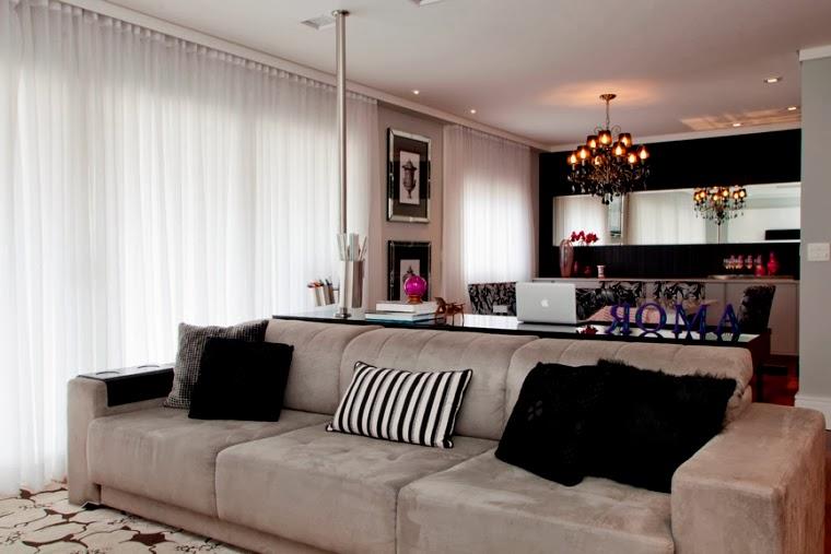 decoracao de apartamentos pequenos sala de jantar: pequenos toques de cor na mesa de trabalho aparador sala de jantar e