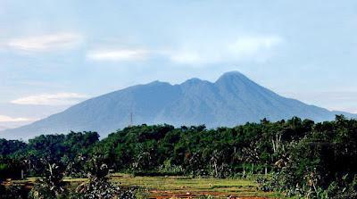Gambar Gunung Salak dan Kawah Ratu Gunung Salak