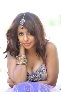 cleavage Show Photo by South Hot Item Dancer Sri Reddy