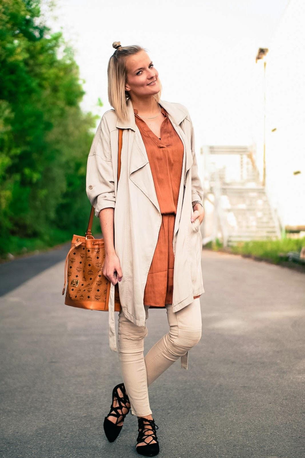 ootd beige trenchcoat mcm bucket bag and biker jeans fashionargument. Black Bedroom Furniture Sets. Home Design Ideas