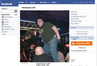 facebook bêbando dançando na mesa