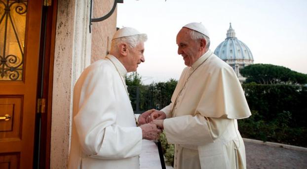 Por Navidad, los Papas se encontraron y hasta intercambiaron regalos Untitled