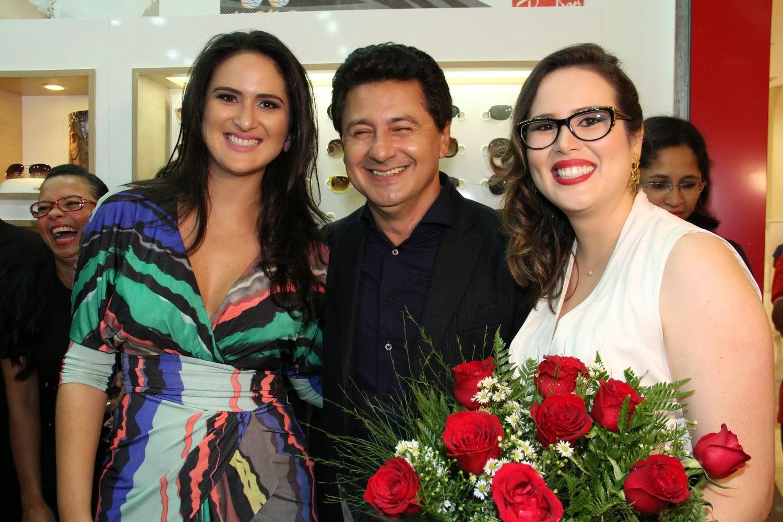 8df0ee7c476c4 Os empresários Aline Diniz, Bruno Amaral e Leila Diniz, à frente das Óticas  Diniz no Distrito Federal, inauguraram mais uma unidade do maior grupo ótico  do ...