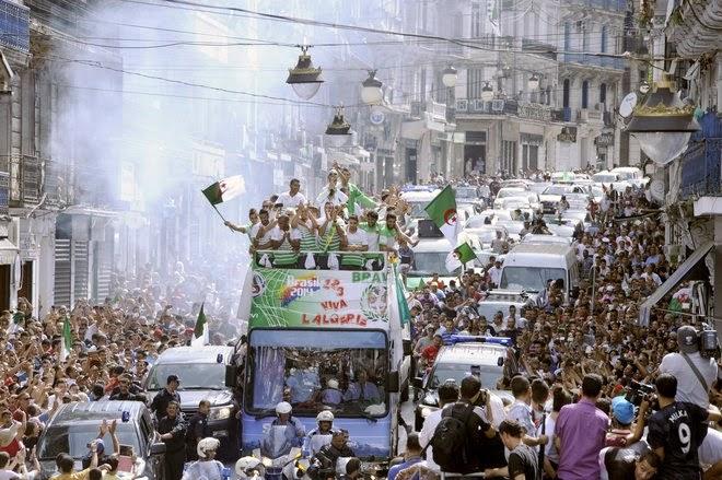 Pasukan Bola Sepak Algeria Menderma Untuk Gaza Palestin