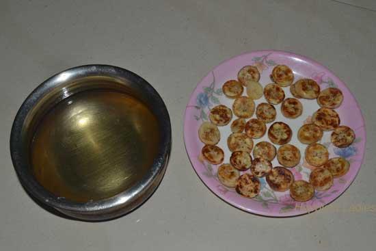 Sugar-syrup-and-Roasted-sliced-bananas-+-Gujarati-dishes