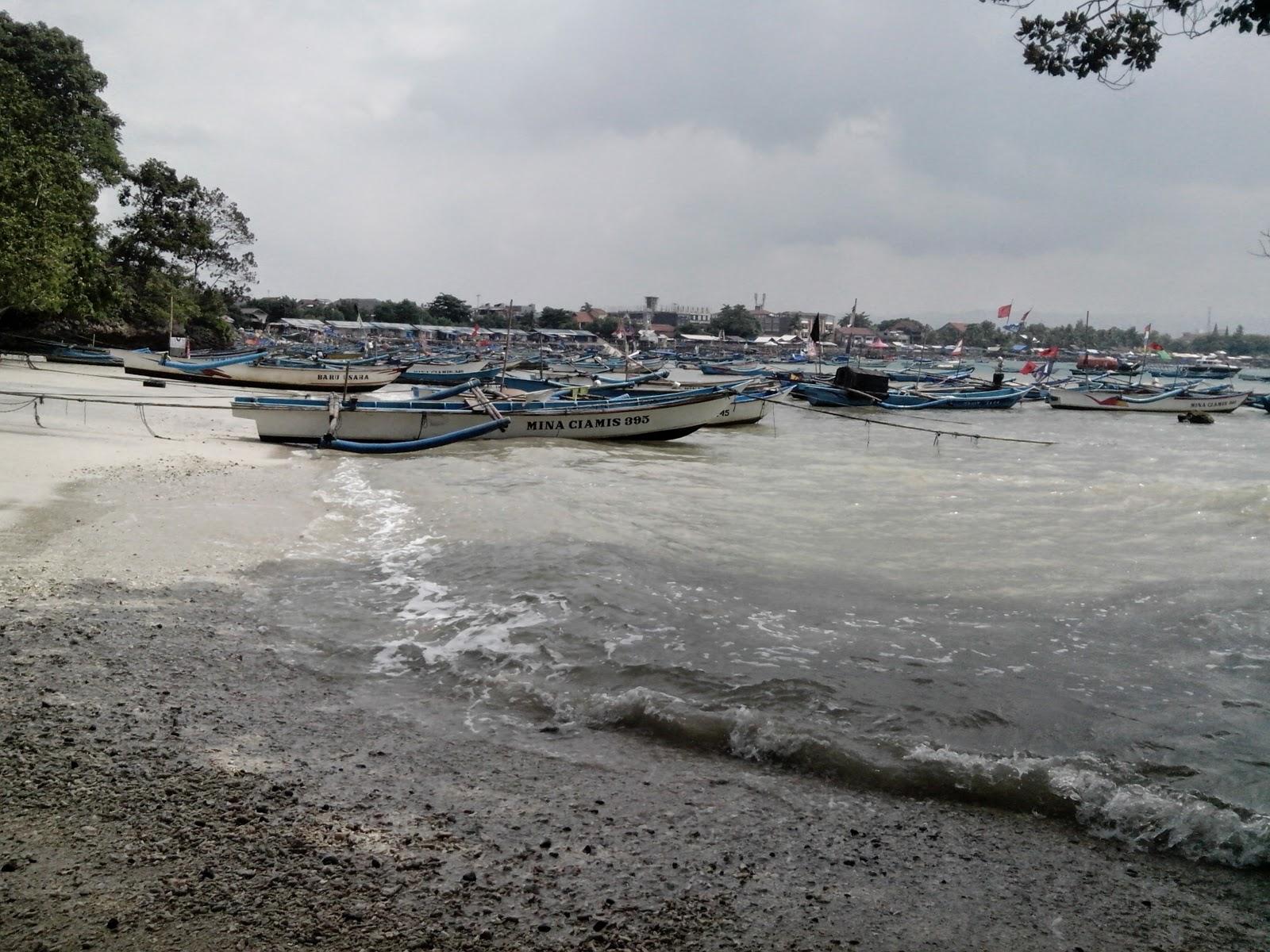 perahu pesiar nelayan pangandaran