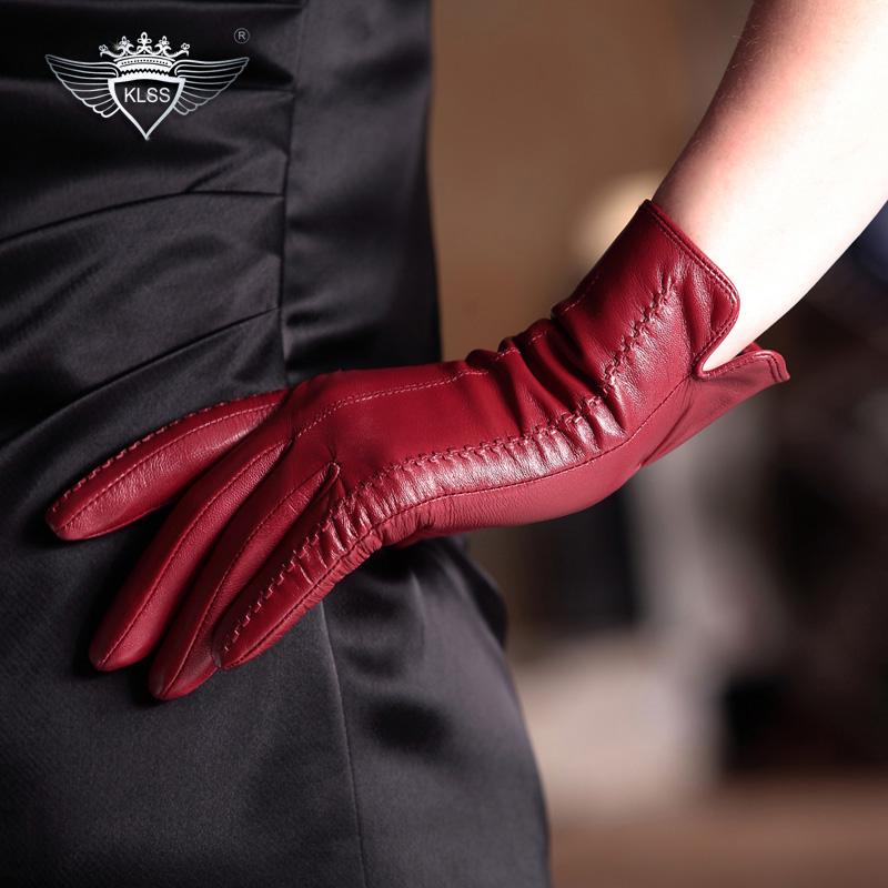 ruki-v-kozhanih-perchatkah-fetish
