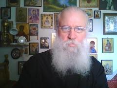 Ο πατήρ Δαμιανός Ζαφίρης, προσεύχεται…