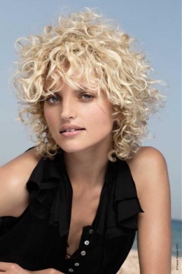VERSATILITY OF MEDIUM LENGTH HAIRCUT: Short blonde hairstyles