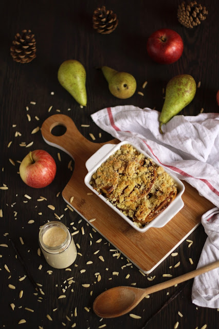 A recipe for pancake casserole with apples, pears, almonds and yummy vanilla sauce. This winter sensation is brought to you by the German food blog Pancake Stories.