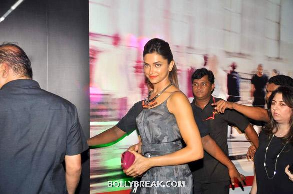Deepika solo shot - (2) -  Deepika, Diana and Saif @ 'Cocktail' party