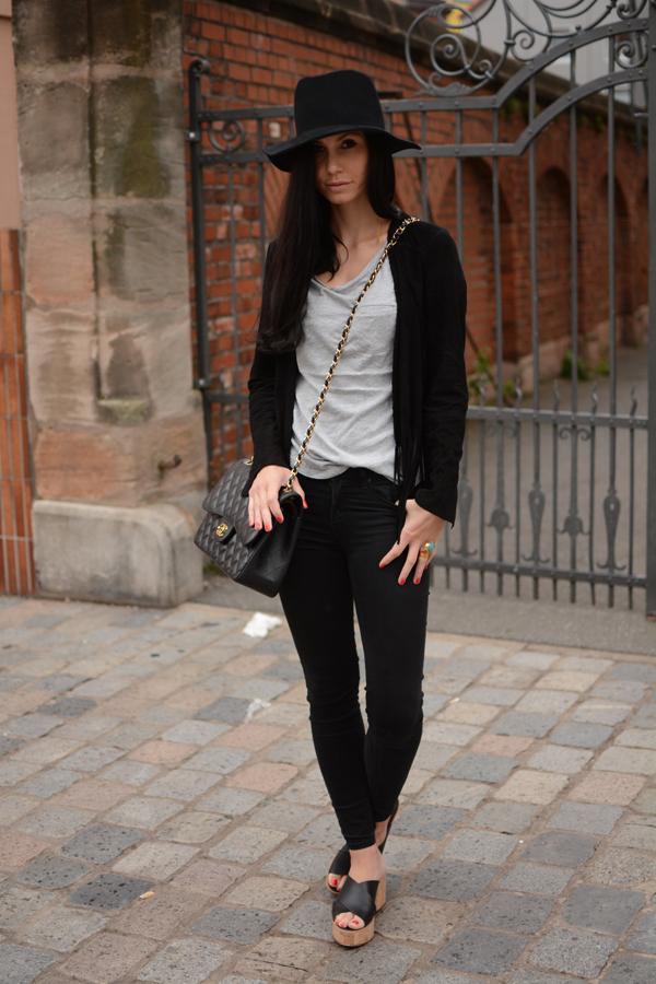 LamourDeJuliette_Fedora_Hat_LaLoir_Plateau_Sandals_Outfit_Inspiration_004