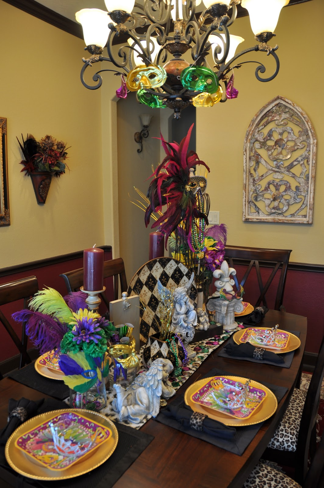 Home And Apparel Trends For The Frugal But Quot Haute Quot Mama Fashionistas Mardi Gras Decor