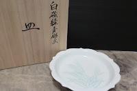 井上萬ニ 白磁緑麦彫文皿
