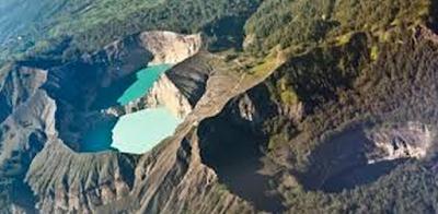 Indahnya Perubahan Warna Danau Kelimutu Nusa Tenggara Timur