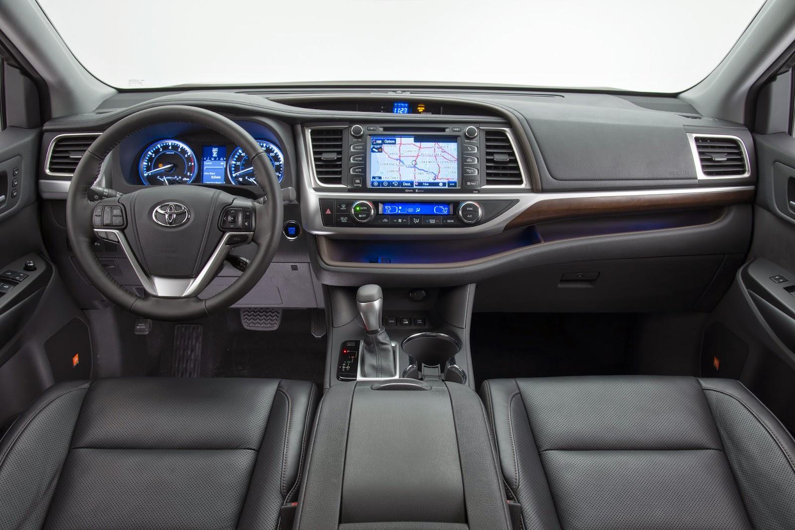 Interior view of 2014 Toyota Highlander