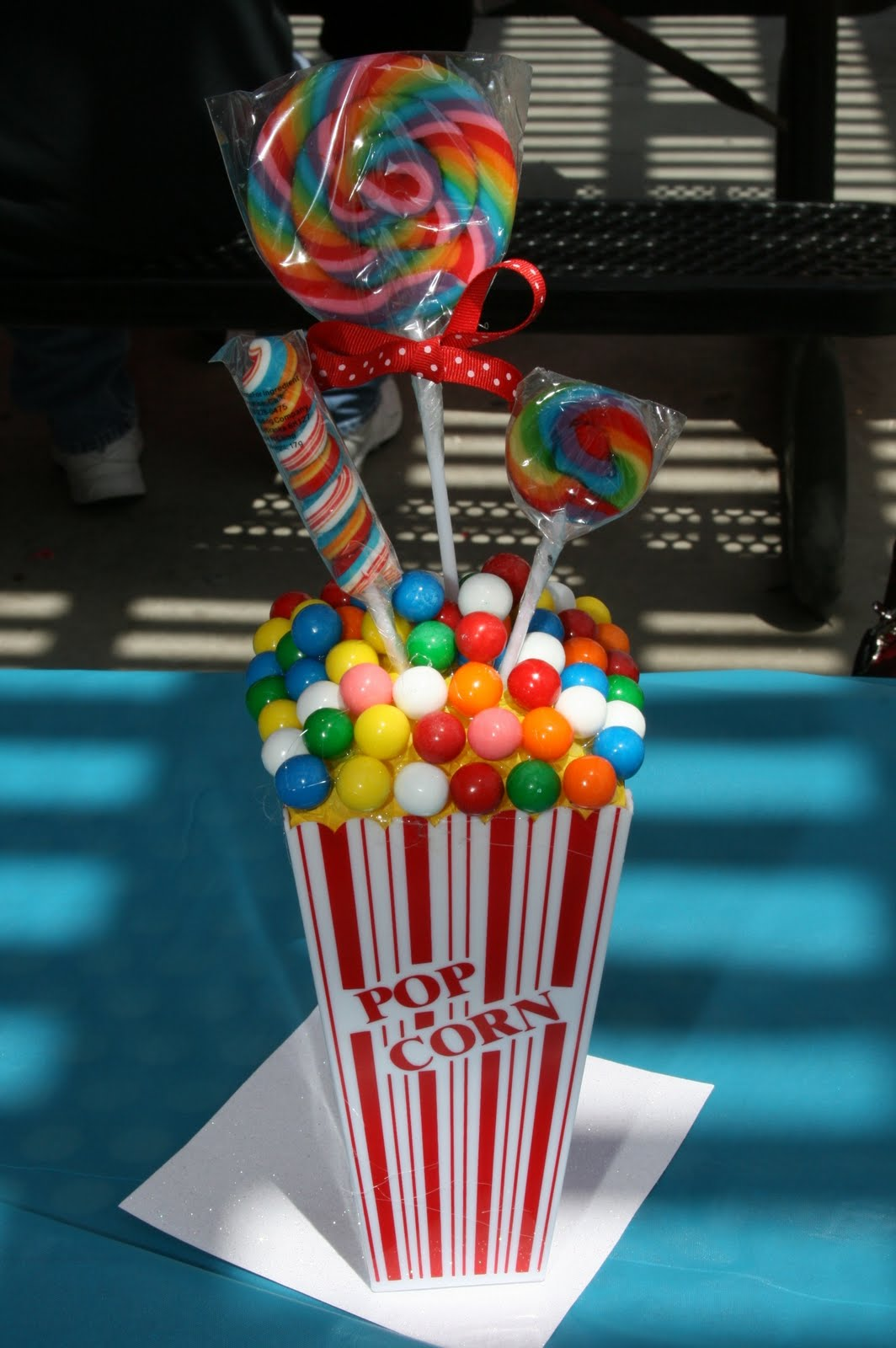 Five easy and cute centerpieces for a circus party oh
