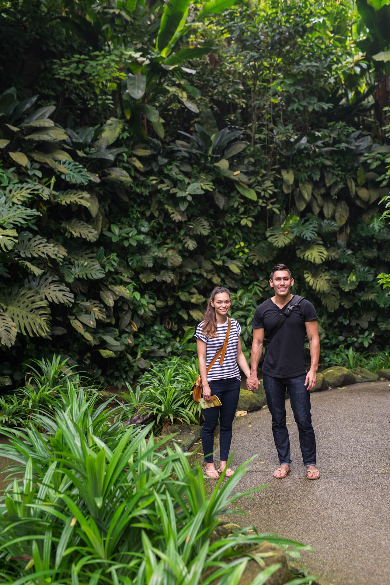 couple travel bloggers, singapore guide, jurong bird park, best things to do in singapore, animal park, zoo, feeding animals, birds,