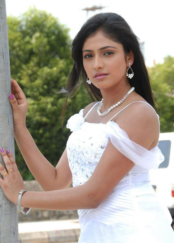 HARI PRIYA LATEST CUTE PICTURES hot images