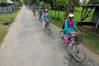 "Development Picture;img src=""http://3.bp.blogspot.com/-IZjU_rGkllg/VbuF45lc6wI/AAAAAAAAAto/qXaCYAjnTxQ/s1600/helping-Bangladeshi-women-001.jpg"" alt=""Development Picture"" />"