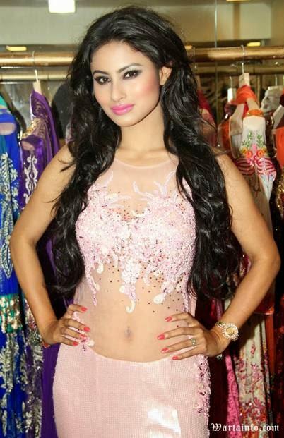 Foto Hot perut Sexy Pusar Mouni Roy Artis cantik India Pemeran Dewi Sati di Serial Mahadewa ANTV