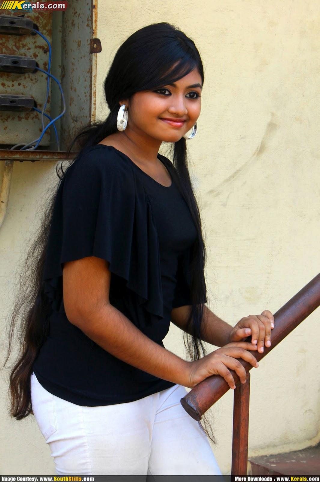HOT AND SEXY MALLU SERIAL ACTRESS SHALIN NEW PHOTOS | actressindia