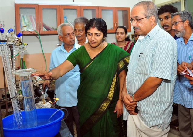 Plastic Waste Burns To Give Cooking Gas