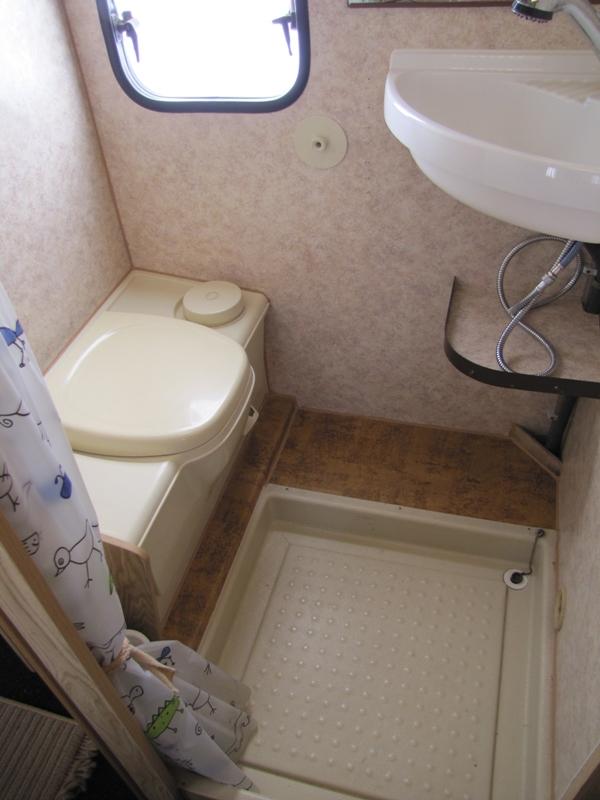 Caldeir o de caraminholas home sweet motorhome - Rifare il bagno del camper ...