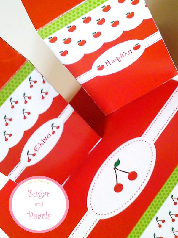 Κουτάκια σε σχήμα mil box με κεράσια και μήλα