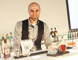 javier caballero-Bartenders-cali-Capacitacion-Cocteles-mixturas-revista whats up