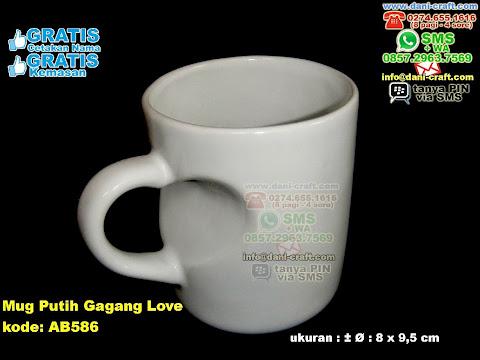Mug Putih Gagang Love