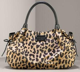 tas berbentuk macan tutul