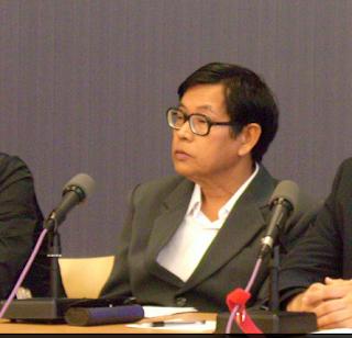 Kyaw Win – ဒီမိုကေရစီက ႏုႏု မုန္တိုင္းကထန္ထန္