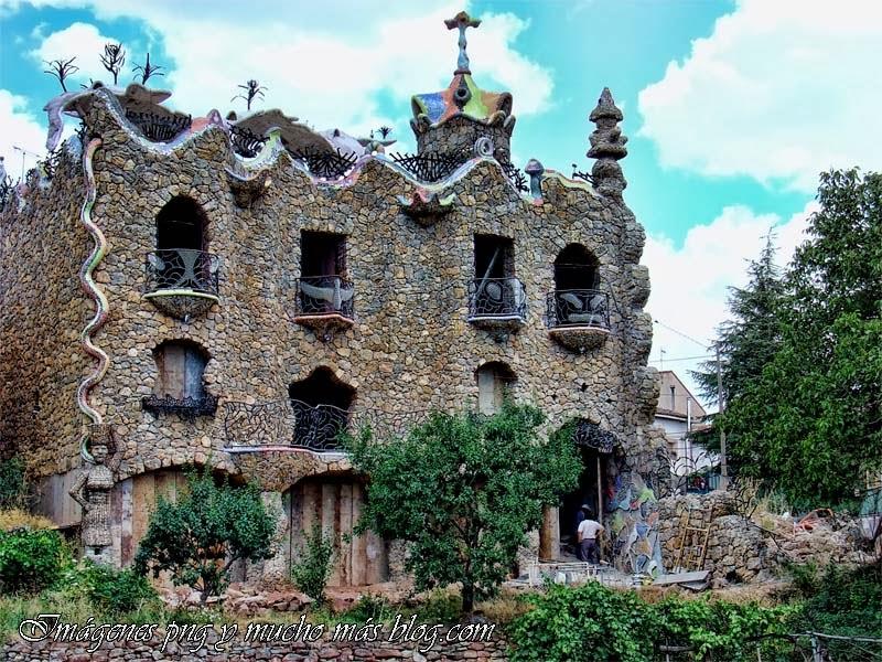Guadalajara paso a paso el estilo gaud embellece el pueblo de rillo de gallo guadalajara - Casas de gaudi ...