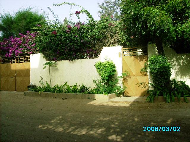 Villa louer pr s de l 39 ecole mariste 04 chambres salon for Salon villa jardin