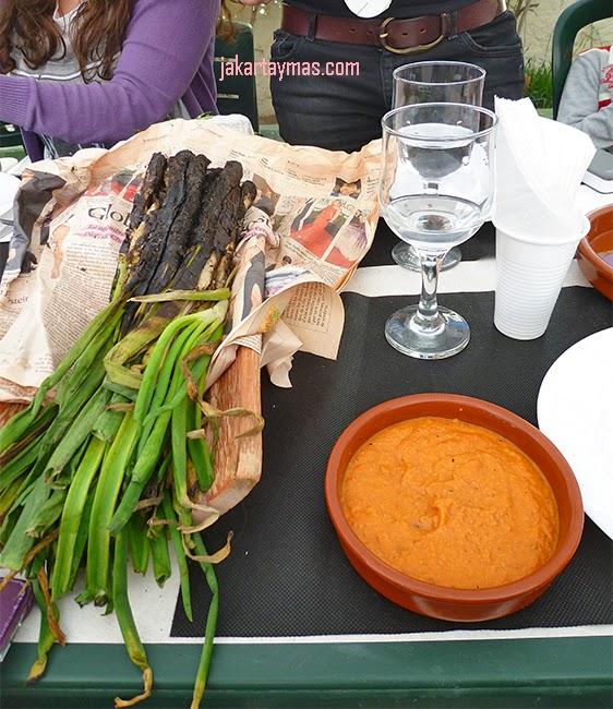 Calçots y salsa romesco