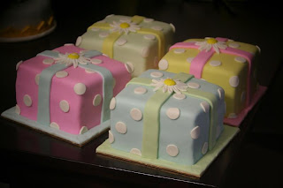 sweet polkadot mini cakes
