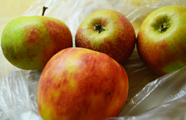 sweet-sour apples for apple pie