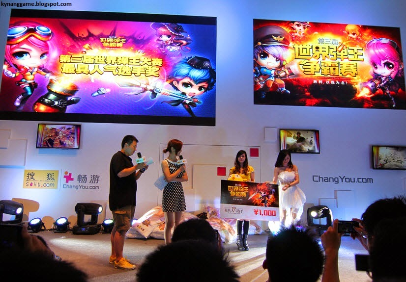 Nữ Hoàng Cổ Động Việt Nam nhận giải Thân Thiện tại Gunny World Championship 2013
