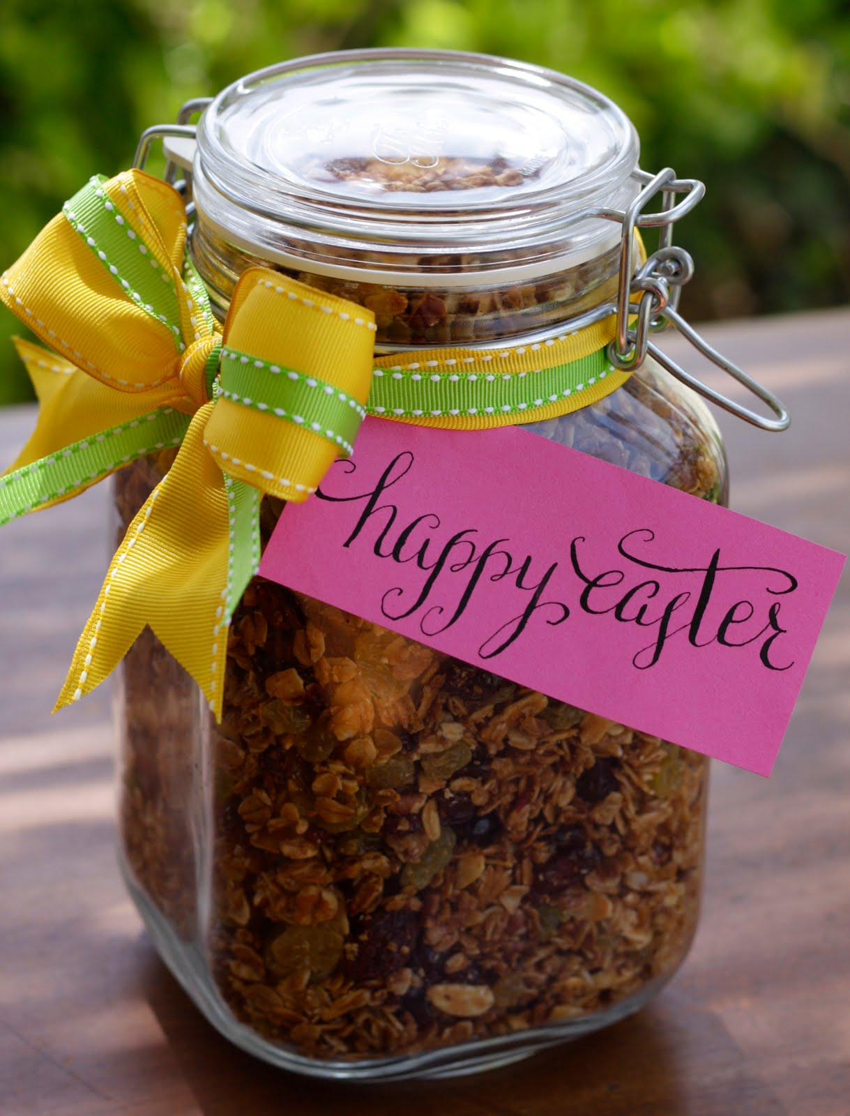 In good taste diy easter gift i made this as a little gift for my boyfriends family for easter its so simple to make yourself and who wouldnt want a jar full of homemade granola negle Gallery