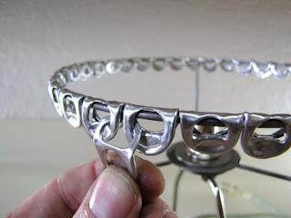 Passo a passo como fazer uma luminária usando anéis de latinha