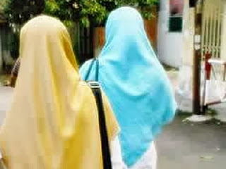 Dua akhwat (foto pkspiyungan)