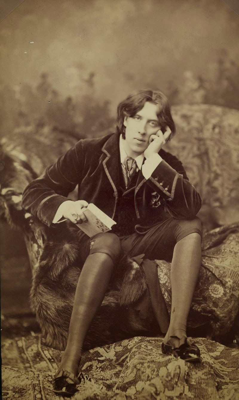 Oscar Wilde wearing knee breeches, by Napoleon Sarony in New York in 1882