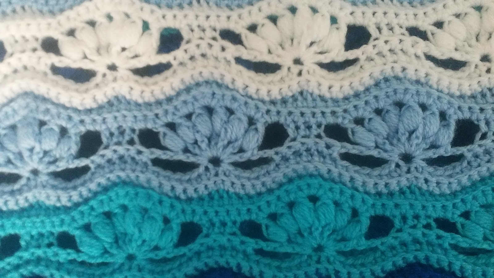 Crochet & Knitting: Wavy Blanket